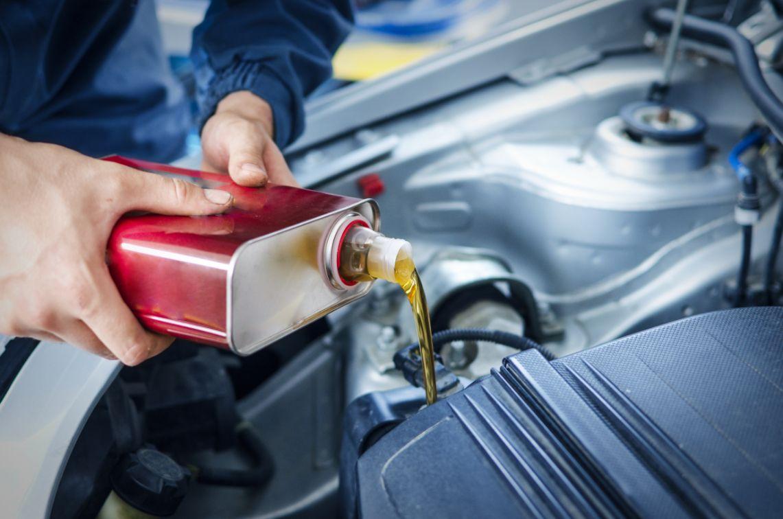 Czy warto zmieniać olej silnikowy